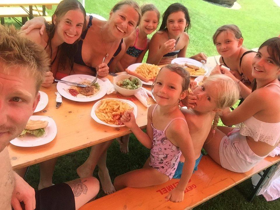 Kindertag im Reitstall Mandl Badespaß am See und natürlich durfte das Reiten nicht fehlen, dabei waren wir so mit den Pferden beschäftigt, dass wir ganz aufs Foto machen vergessen haben #pony #reitstallmandl #kindertag #daslebenisteinponyhof #spaß #badespaß #Sommer